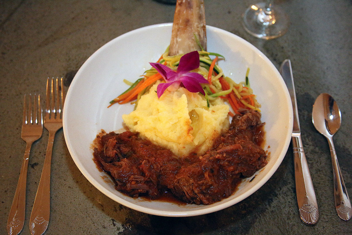 Braised in port wine, the spare ribs are complemented by garlic mashed potatoes