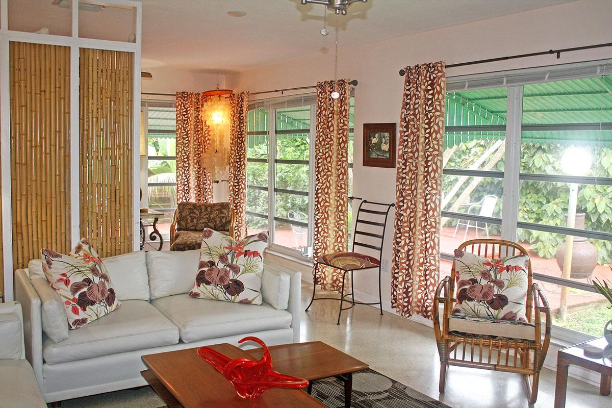 Glenn Powell renovated this 1960s home