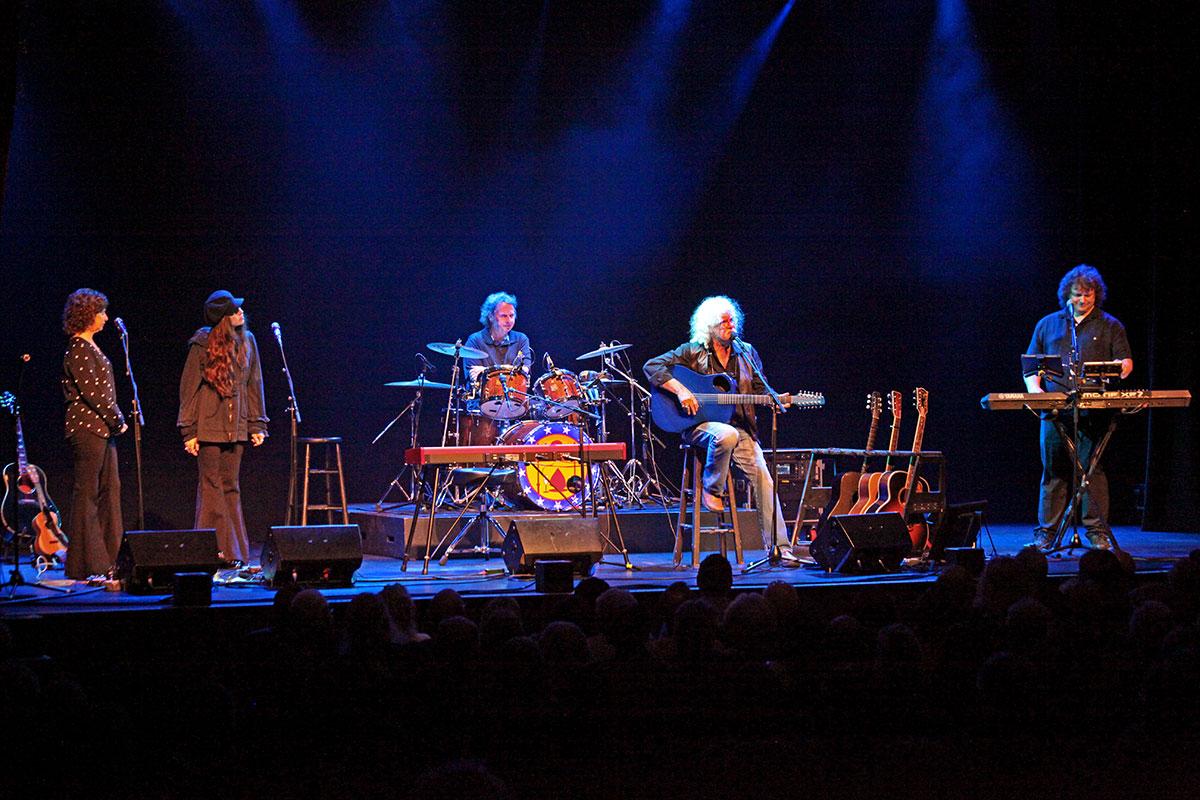 Cathy Guthrie, Willie Nelson's daughter Amy, drummer Terry Hall, Arlo Guthrie and son Abe on keyboards