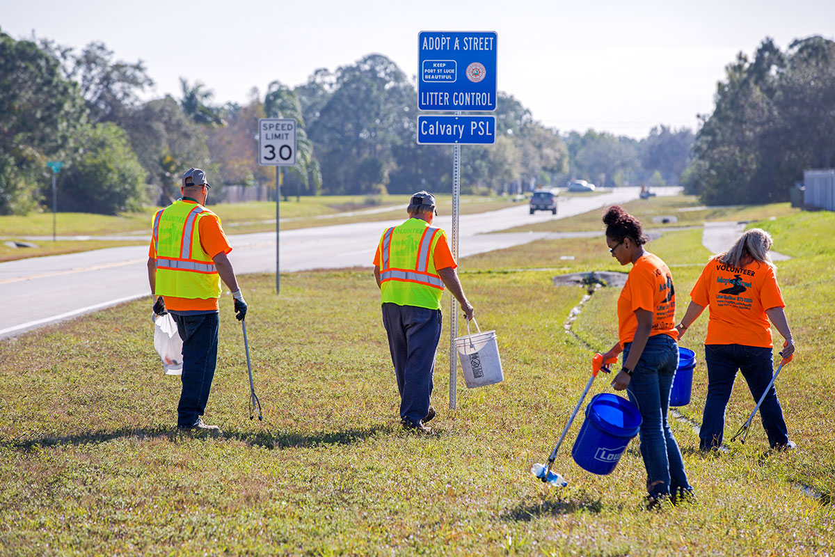 More than 100 volunteers pick up litter