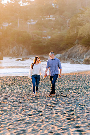 Flexen walks on a beach with his fiancée, Raven Wade